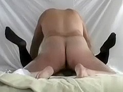 Finger-fucking my beaver in mature amateur video
