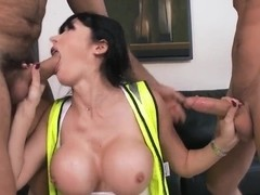 Booty Eva Karera pleases two strong workers at the same time