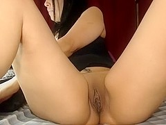 I'm fingering my pussy on webcam