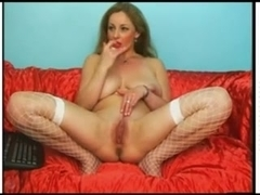 I'm touching my curves in home made masterbation vid
