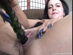 Aged non-professional frigs her wet cum-hole until that babe cums