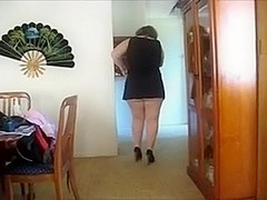 Obese white floozy takes off her skirt in the corridor to rub her snatch
