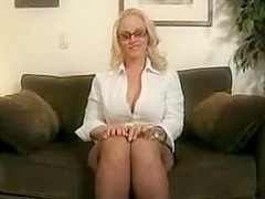 Hot mature bimbo is giving jerk-off instructions