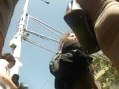 Candid voyeur video shows hot chick on the street