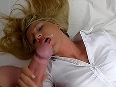 I jerk off a dude's schlong in my amateur blonde video