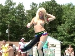 Breasty non-professional playgirl washes her hawt body in public