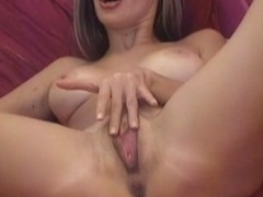 Busty Babe Masturbate Her Wet Pussy on Cam