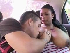 Beautiful black girl show titts to her boyfrend in the car