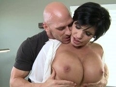 Mature and busty slut Shay Fox shows how she can suck a dick