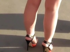Classy bitch lured me into her upskirt