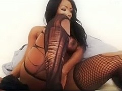 Ebony bombshell squirts on webcam