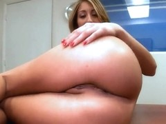 Hot blonde amateur Natalia Rossi gives blowjob