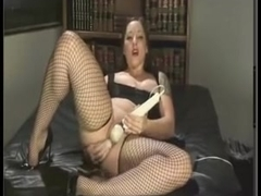 Chubby webcam slut in fishnets
