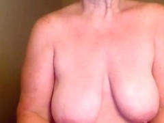 Mature amateur slut strokes her pussy on online chat