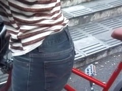 Candid jeans voyeur scenes of beautiful Japanese asses armd00300A