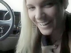 Hot golden-haired oral-service job in the car