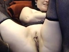Mature woman with long pussy lips fisting