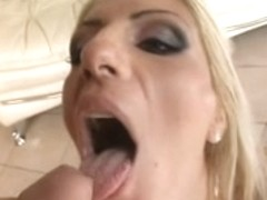 Rumanian hotty double penetration and drink