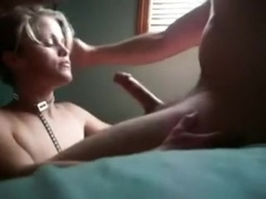 Beautiful hot mother i'd like to fuck in my room getting a tiny 10-Pounder treat