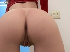 Elena Cole fingered pussy before giving blowjob