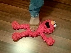Elmo loves brown sandals