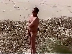 Beach sex caught by voyeur