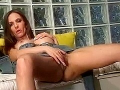 SEXY MODEL CATALINA PLAY WITH A DILDO