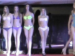 Smoking hot models show off their curves in sexy underwear