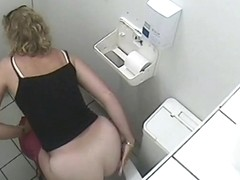 Sexy white ass of pissing blonde mature on voyeur cam