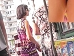 Astonishing upskirt flash in the street
