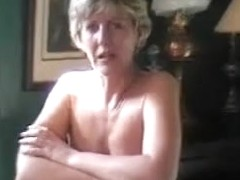 Amateur lady shows a private scene like an famous actress