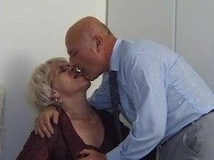 Old tramp gives blowjob and gets fucked
