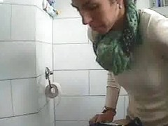 Hidden camera films unaware woman while pissing