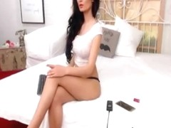 Sexy Brunette Dances Teases On Cam