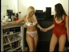 Blonde vs Brunette Smother Catfight