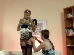 Aged playgirl in nylons shows her wazoo and desires act