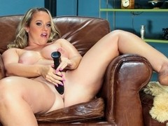 Dee Siren in Curvy Casting Couch #02 Video