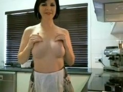 Webcam MILF In Kitchen