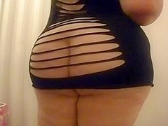 Hot big beautiful woman wazoo shaking & popping