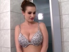 DdfBusty Video: Tub Time For LaTaya