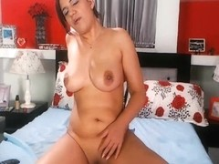 Big Ass Brunette Masturbating her Pussy on Webcam