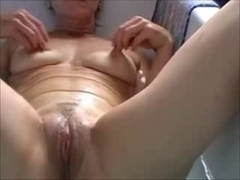 Belgian older slutwife works in the bath