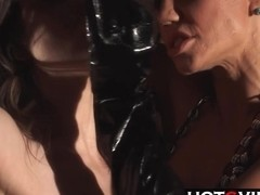 Dungeon Fingering Squirt