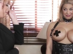 Irresistible lesbo MILF Britney Amber fingered before toying