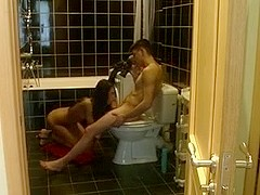 Homemade Fuck in the Bathroom with Tall Teen