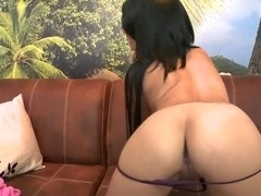Teen latina Daniela demonstrates her delicious body