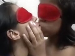 girls kissing 234