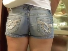 Lovely girls wearing some tight jean shorts here